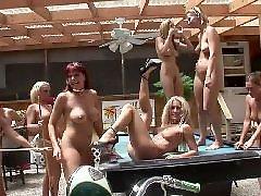 Публично голая, Девченки голые, Девочки нудисты, Девочка позирует, Девочка нудистка, Голые малышки
