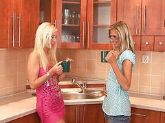 In glass, Glasses threesom, Threesome blonde, Glasses blonde, Glasses blond, Blonde with glasses
