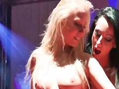 Leszbikus táncos lány, Horny lesbien