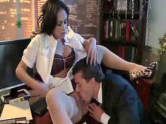 Jebanje sekretarice, Jebanje i orgazmi, Karanje sekretarice