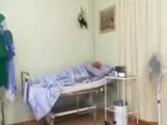 Internada, Hospitales, Escupir