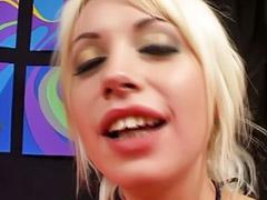 Hreesome blonde, Latyns-