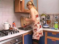 Lamiendo, Lamidas de, En la cosina, Cocinas, Cocina, En la cocina