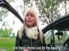 Autöban baszik, Kislány orális