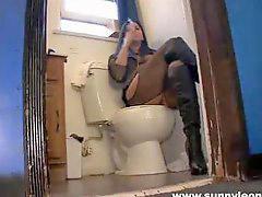 Mastrubasi kamar mandi