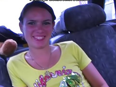 Tini szopás, Tini a kocsiban, Szopás nyilvánosan, Nyilvános szopás, Brunette szopás