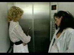 엘리베이터, 엘레베이터, 레즈비언