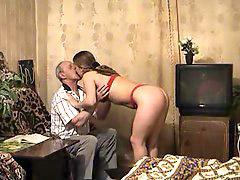 Παππούς γαμαει, Νέος