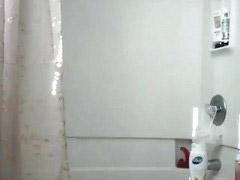 อาบนำ้ให้ลุง, ถ้ำมงในห้องอาบน้ำ