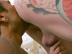 Masturbazione e pompino, Muscolosa, Muscolose