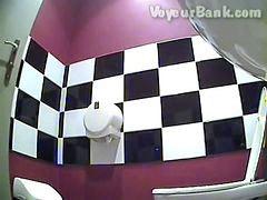 เข้าห้องน้ำ, น้ำมัน, ห้องน้ำ