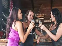 亚洲熟女, 阴道两个, 两个阴道, 白人女同志, 两个熟女, 幼㚢