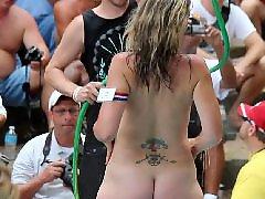 Nude, Public