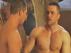 Musculoso masturbandose, Masturbando gay