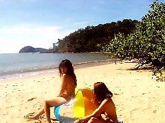 Лезби на пляже, Лесбиянки