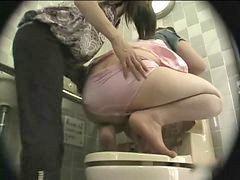 Bis lesbi, In bis, Toilette