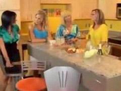 اخضر, بلباس ا, امراه في امراه, امراة مع امراة, امرأة مع امرأة, `خلع الملابس