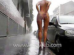 Sur le rain, Nue