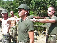 Bestrafen männer, Militär
