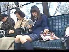 Baştan cıkaran, Liseli kızlar, Otobüste