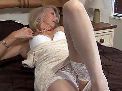 Desnudandose y masturbandose, Masturbacion con la cama