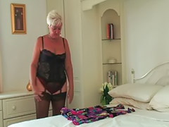 Abuelas cachondas, Niñas lencería, Masturbacion en lenceria, Frotandose los coños, Frotandose el coño, Granny ella