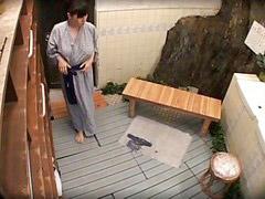 ในบ่อน้ำพุ, ในบ่อน้ำพุร้อน, แนวนวด, นวดสปา