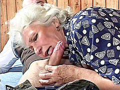 Grand h, Mormor