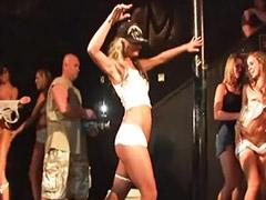 Taking off, Takes it off, Public girl, Solo girl public, Public