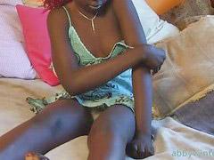 Ebony masturbe