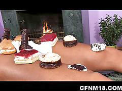 Nackt servieren, Dienen