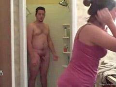 เย็ดต่อหน้า, อนท, ถ้ำมงในห้องอาบน้ำ, ต่อหน้า
